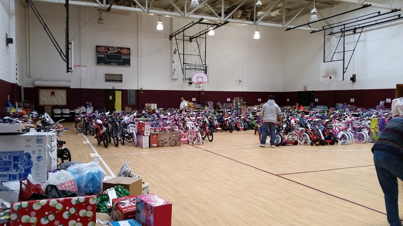 The+Salvation+Army+helps+collect+toys+and+homegoods+for+families+in+need.%0A