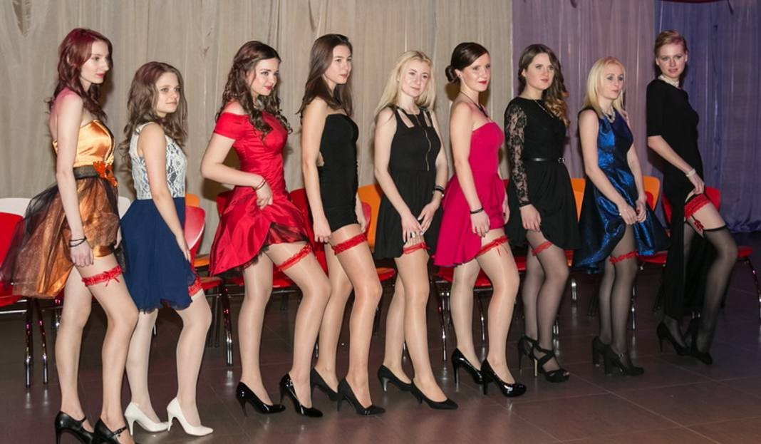 Polish girls proudly display their red garters at Studniowka.