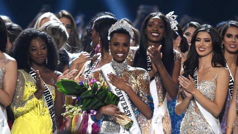 +Zozibini+Tunzi+receives+the+title+of+Miss+Universe+2019.+