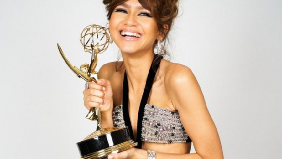 Zendaya+makes+history+with+her+Emmy+win.+%0A